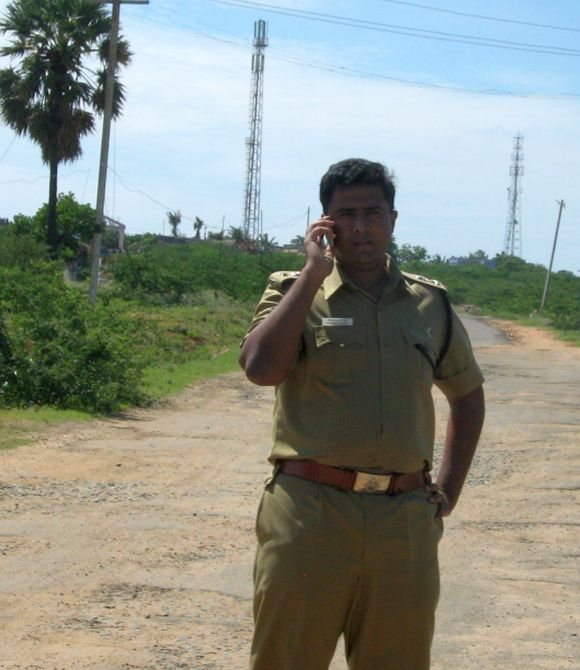 Tirunelveli SP Vijayendra Bidari outside Idinthakarani village