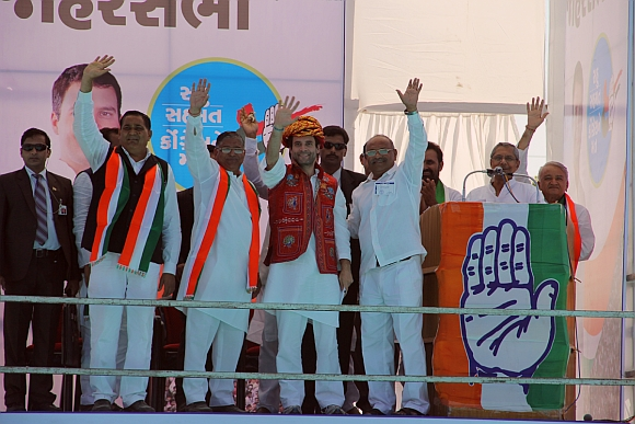 Rahul Gandhi with other Congress leaders at Amreli
