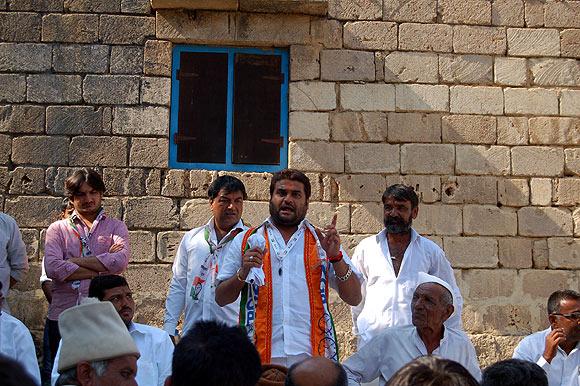 Jadeja addresses villagers in Kutiyana