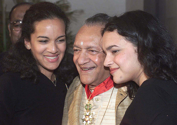 Pandit Ravi Shankar with Anoushka Shankar, left, and Norah Jones