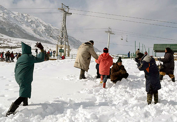 Kashmir wakes up to a snowy surprise