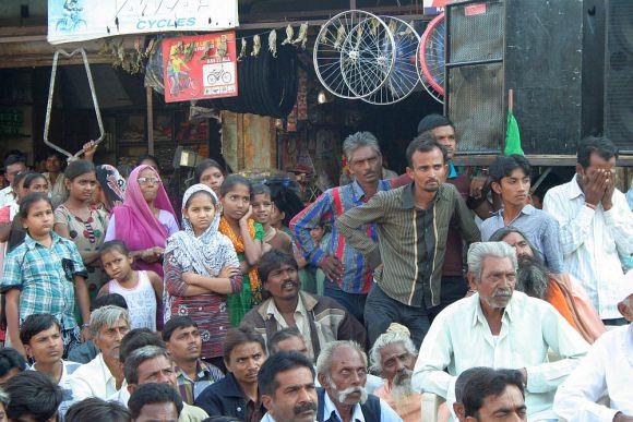 Kapadvanj residents listen to Jaitley's speech.