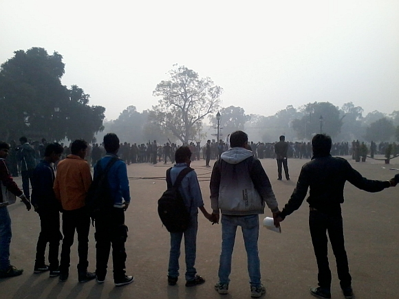 Protestors form a human chain near India Gate