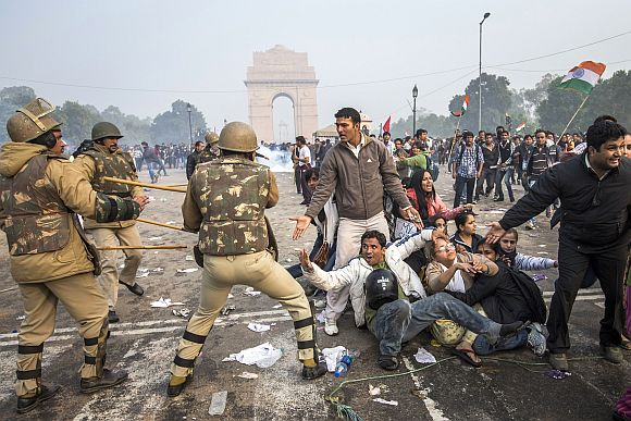 Delhi Police lathi charge to disperse protestors during a protest against the government's reaction to recent rape incidents in India, in front of India Gate