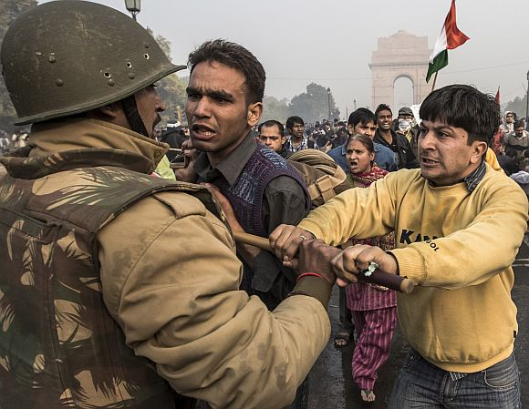 Delhi Police lathi charge to disperse protestors