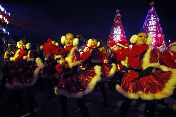 IN PHOTOS: World immersed in Christmas fervour