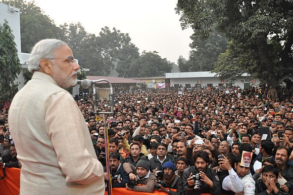 Narendra Modi gets resounding welcome in Delhi