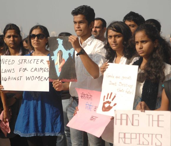 Students join the protest against Delhi gangrape in Mumbai