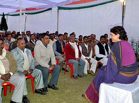 Priyanka interarcts with Congress workers in Amethi