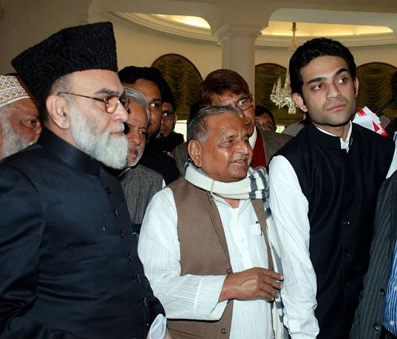 Mulayam Singh Yadav with the Shahi Imam of Delhi's Jama Masjid, left