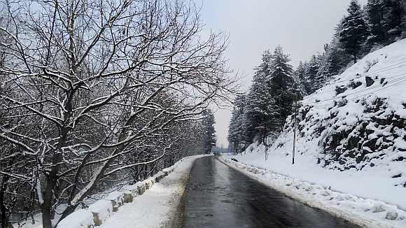 A view of the Srinagar-Baramulla Road