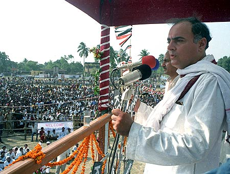 Rajiv Gandhi at an election campaign in Kishan Gunj, Bihar, a few days before his assassination.
