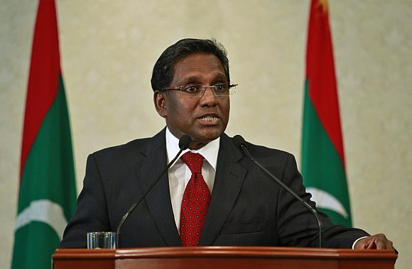 Maldives' newly appointed President Mohamed Waheed Hassan Manik speaks during a news conference in Male
