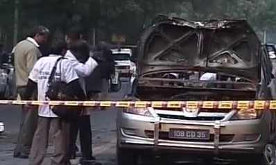 Car explodes near PM's residence