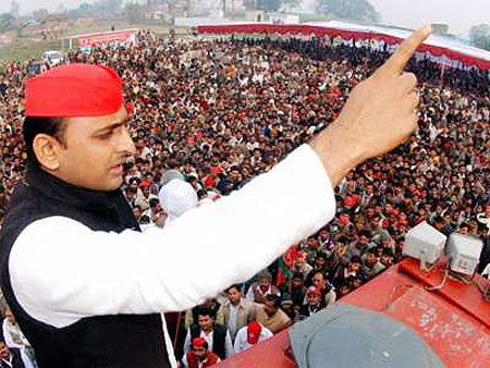 Akhilesh Yadav addresses a campaign rally in UP