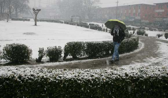 PIX: Fresh snowfall in Kashmir, national highway closed