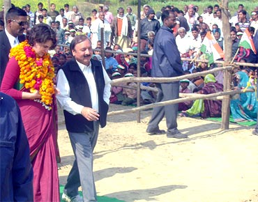 Priyanka Gandhi with Pandit Kishorilal Sharma
