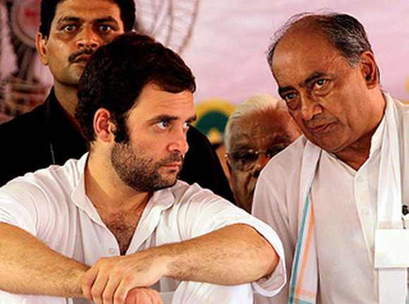 Digvijay Singh with Rahul Gandhi during a campaign rally in UP