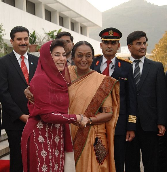 Pakistan Speaker Fehmida Mirza receives her Indian counterpart Meira Kumar at the National Assembly in Islamabad