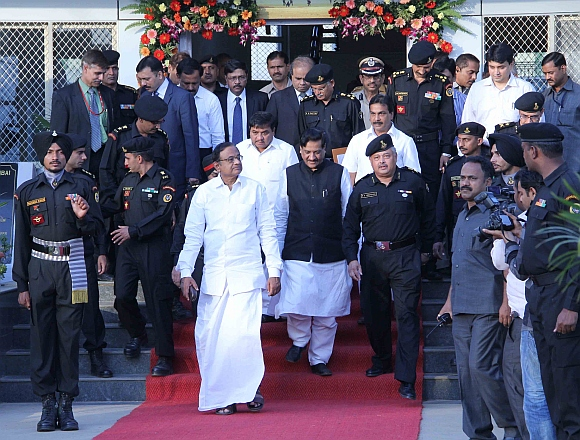 (l to r) Union Home minister P Chidambaram, Home minister R R Patil, Chief Minister Prithviraj Chavan and National Security Guard Director General Rajan Medekar (in uniform)