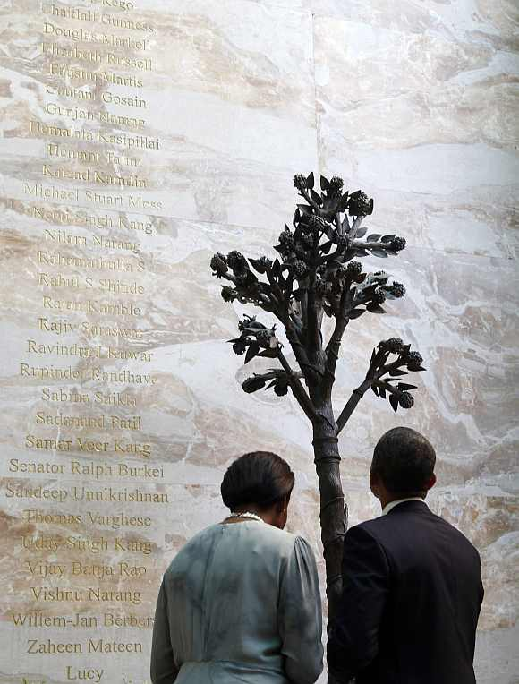 US President Barack Obama and first lady Michelle Obama view the 26/11 memorial at the Taj Mahal Palace and Tower Hotel