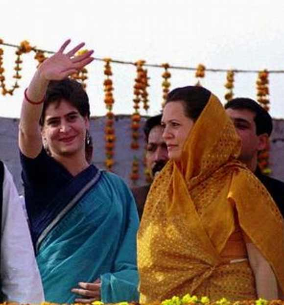 UP: Double attack on Maya as Sonia, Priyanka share dais