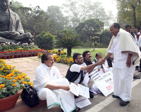 File image of Kerala MPs protesting in New Delhi over the Mullaperiyar row
