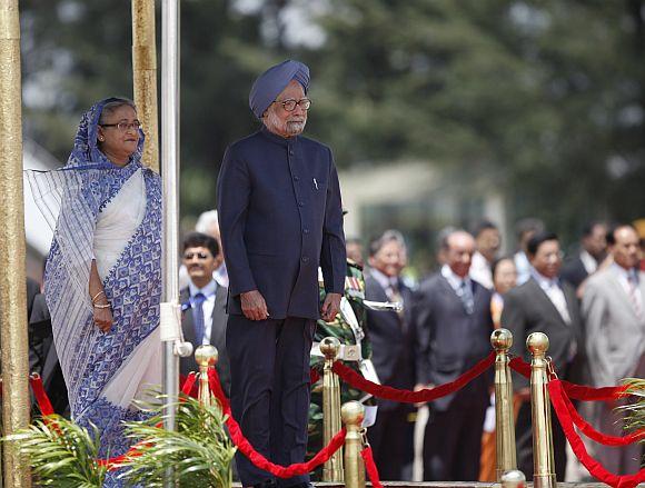 PM Singh and his Bangladeshi counterpart Sheikh Hasina review an honour guard at Hazrat Shahjalal International Airport in Dhaka on September 6, 2011