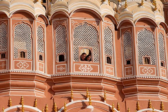 213-yr-old Hawa Mahal loses colour after wash!