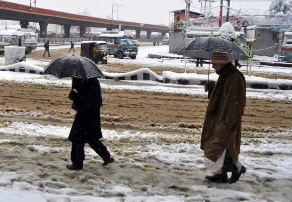 Kashmir battles with power crisis, extreme cold