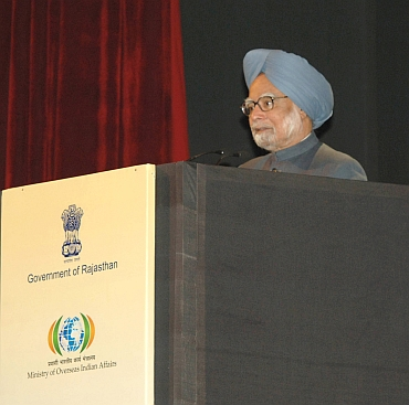Dr Manmohan Singh addresses NRIs at the 10th Pravasi Bharatiya Divas at Jaipur