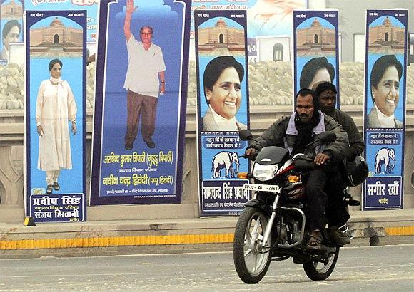'Nehru, Indira Gandhi and Rajiv Gandhi's statues should be covered'