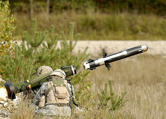 US army soldiers launching a Javelin anti-tank guided missile