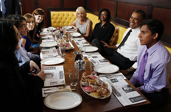 Obama has lunch with campaign volunteers from across the US at Ted