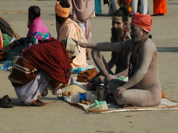 PHOTOS: Devotees throng Gangasagar on Makar Sankranti