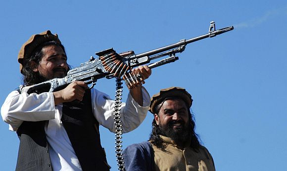 Tehreek-e-Taliban Pakistan commander Hakimullah Mehsud, left