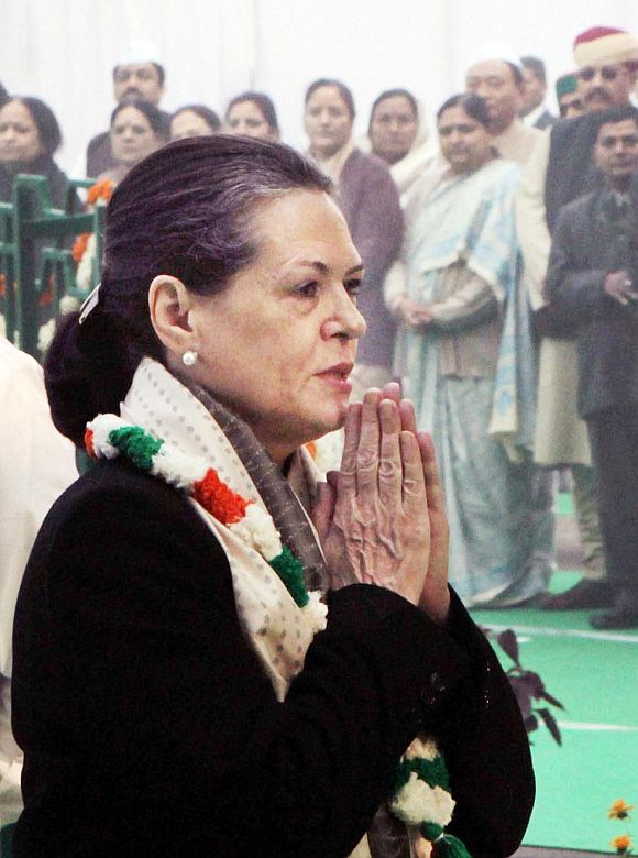 Throw BJP out, get Cong to power: Sonia tells Uttarakhand