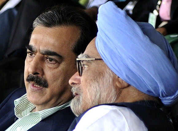 Gilani with his Indian counterpart Manmohan Singh