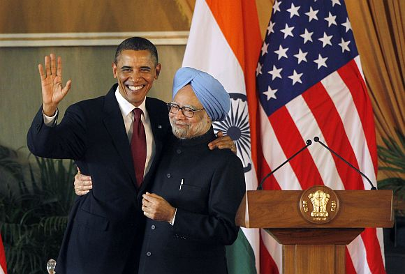 US President Barack Obama and Prime Minister Manmohan Singh participate in a joint news conference in New Delhi