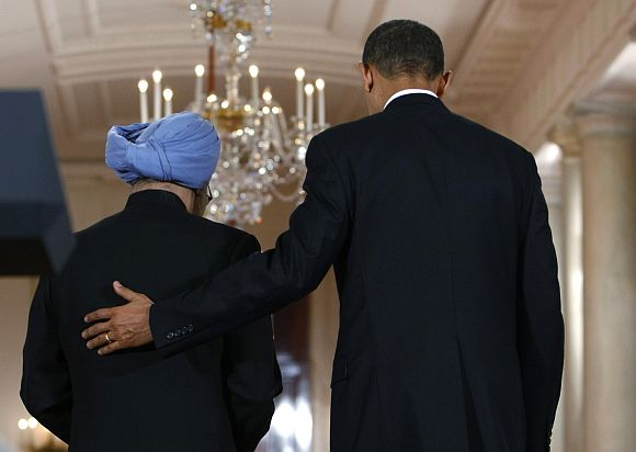 Obama guides Manmohan Singh following their joint news conference in Washington
