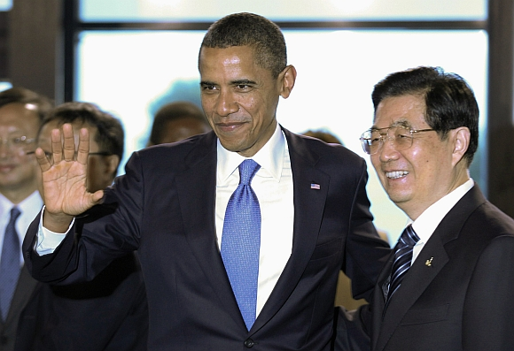 Obama speaks with China's President Hu Jintao