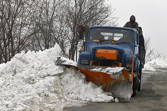 A truck clears snow on the closed Srinagar-Jammu highway in Lower Munda, 85 km south of Srinagar
