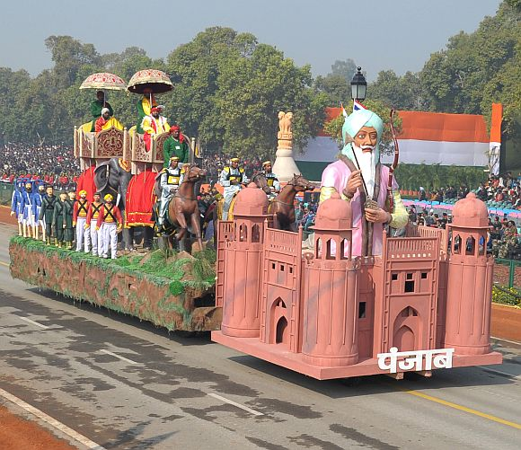 The tableau of Punjab passes through Rajpath