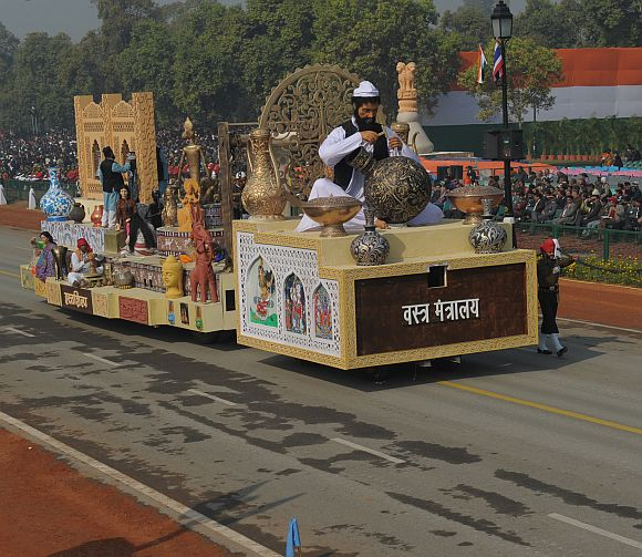 The tableau of Ministry of Textiles passes through the Rajpath