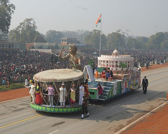 The tableau of Election commission of India passes through the Rajpath