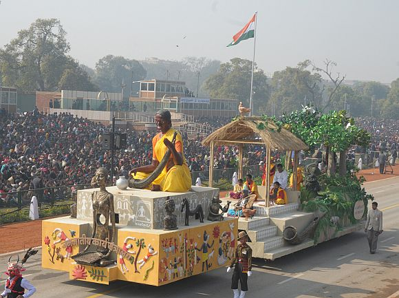 The tableau of Ministry of Tribal Affairs passes through the Rajpath