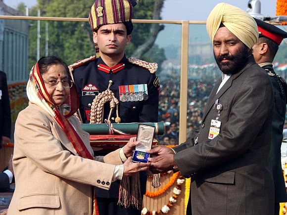 President Pratibha Devisingh Patil conferred the Ashoka Chakra on Lieutenant Navdeep Singh (Posthumous) of the Army Ordnance Corps / 15th Battalion, The Maratha Light Infantry, at the beginning of the 63rd Republic day celebrations