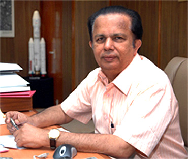 Former ISRO chief hits back at govt, seeks apology