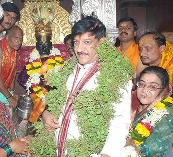 Maharashtra CM offers prayers at Pandharpur