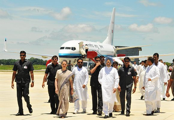 PM Singh with Congress chief Sonia Gandhi and Assam CM Tarun Gogoi at the Guwahati airport after surveying the flood affected districts on Monday